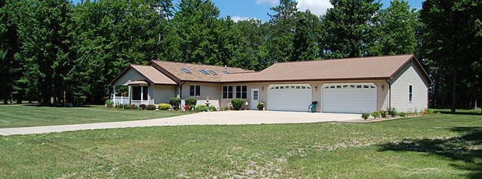 Featured Property - 11876 Woody Dr Roscommon, MI 48653