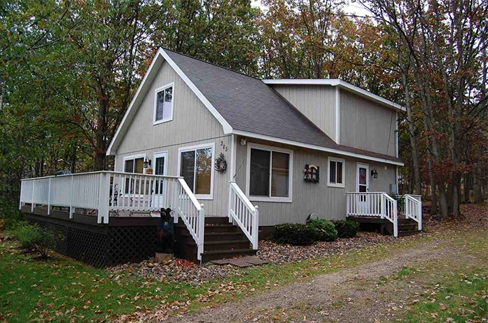 Higgins Lake living at its best. This 3 bedroom 2 bath home is ready to enjoy.