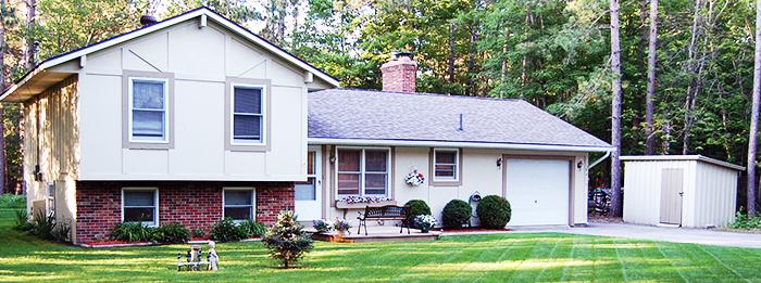 Turnkey Property, Beautiful Lot - 4912 Dawn Dr Grayling MI 49738
